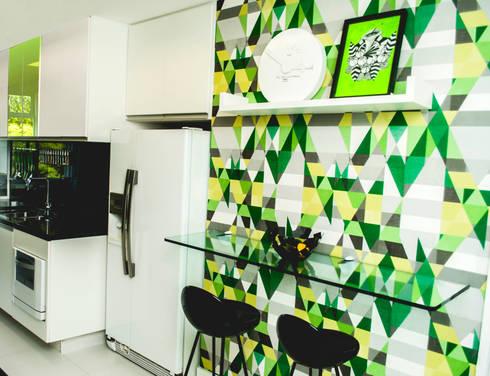 COZINHA MODERNA.: Cozinhas modernas por AVNER POSNER INTERIORES