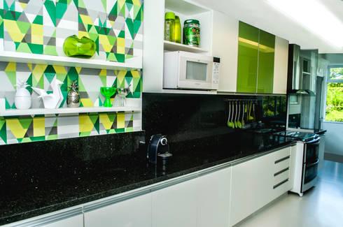 COZINHA MODERNA: Cozinhas modernas por AVNER POSNER INTERIORES