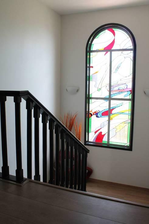 Casa en Bugambilias: Vestíbulos, pasillos y escaleras de estilo  por Bisma Bienes Raices