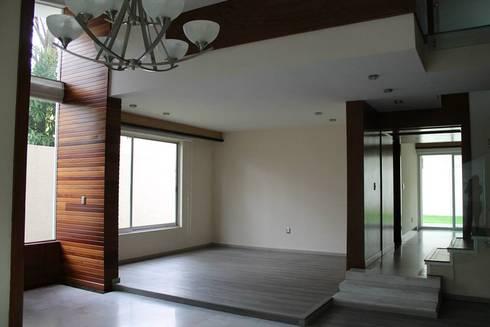 Casa en Puerta de Hierro: Salas de estilo moderno por Bisma Bienes Raices