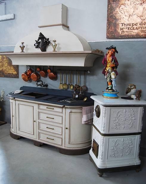 Cucina Dolce Vita: Cucina in stile in stile Rustico di Porte del Passato