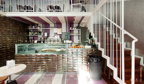 Like by Lato G: Bar & Club in stile  di Principioattivo Architecture Group Srl