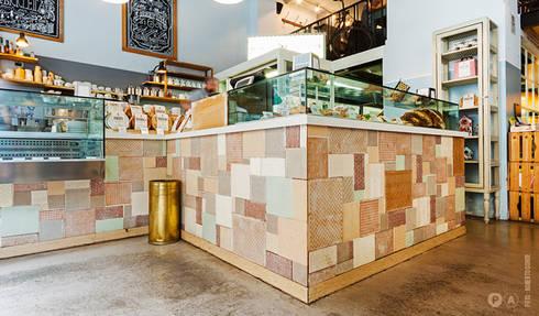 Pavè: Bar & Club in stile  di Principioattivo Architecture Group Srl