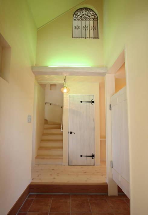 Corridor & hallway by 株式会社アートカフェ