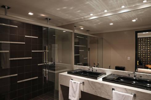 Suíte New York: Banheiros modernos por Cíntia Aguiar Arquitetura