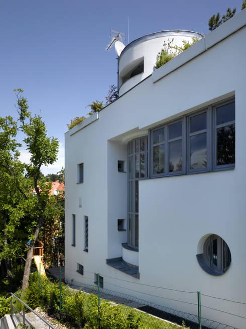Haus 1190: moderne Häuser von HUMMELBRUNNER ARCHITEKTUR EINRICHTUNG