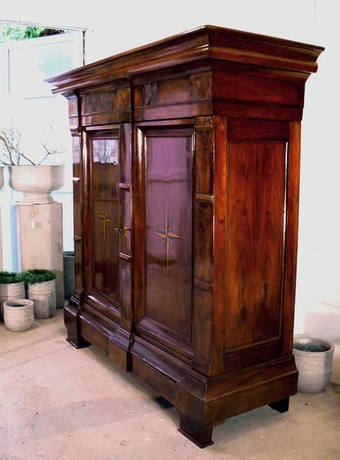 Musealer Hallenschrank - Klassizismus / Louis Seize um 1790:  Wohnzimmer von Schatzkiste