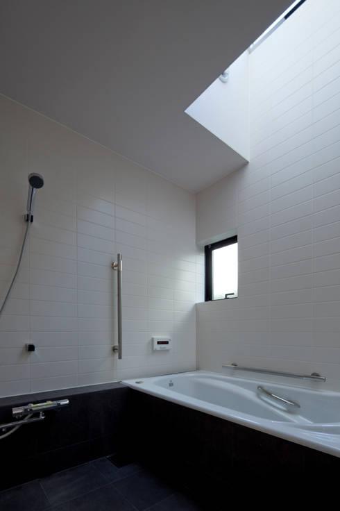 浴室 by 向山建築設計事務所