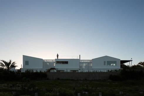 CASA UY : Casas de estilo moderno por PLANTA / Ana Rascovsky Arqs.