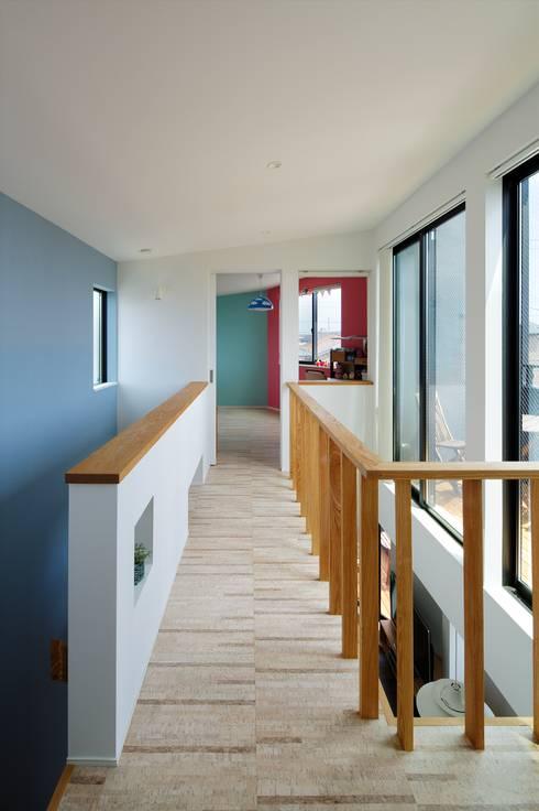 Corridor, hallway by 向山建築設計事務所