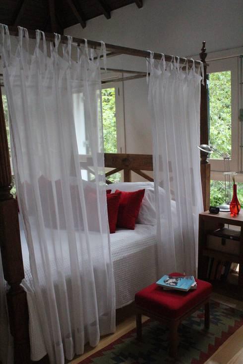 Dormitorios de estilo  por Saly Gignon