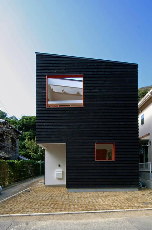 Casas de estilo  por 向山建築設計事務所