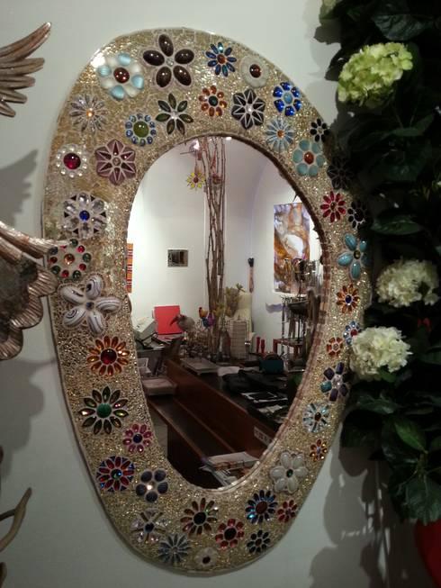 Flower Power Mosaikspiegel:  Kunst  von GLAS +ACHAT