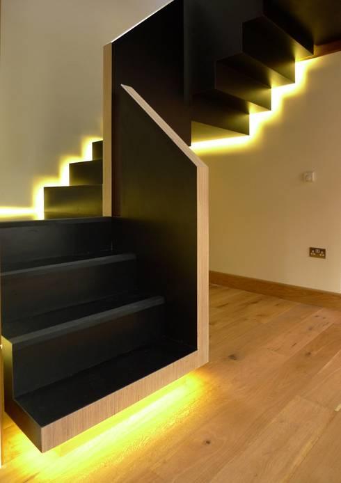 Floating Staircase:  Corridor & hallway by Joachim King Furniture