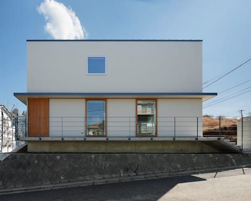 初声町の家: 向山建築設計事務所が手掛けた家です。