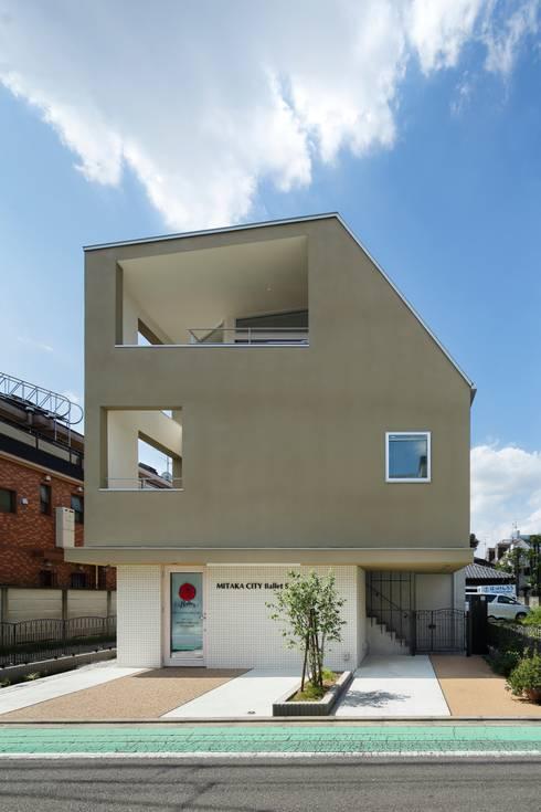 三鷹の家: 向山建築設計事務所が手掛けた家です。