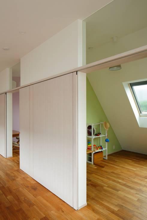 三鷹の家: 向山建築設計事務所が手掛けた子供部屋です。