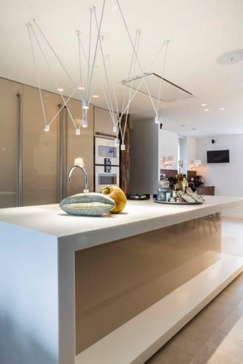 Kookeiland: moderne Keuken door Smeele | ontwerpt & realiseert