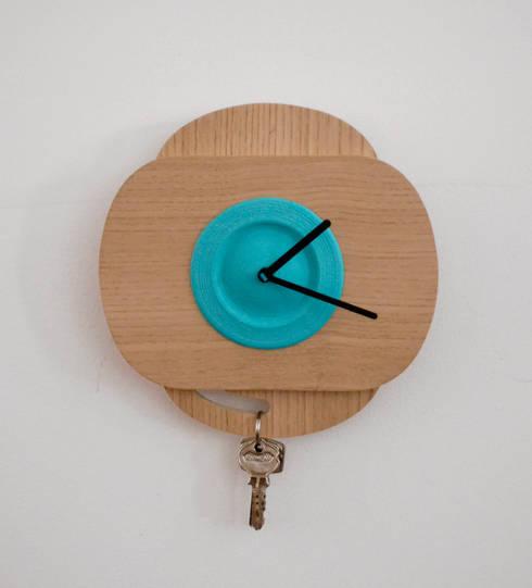 Blue  PLA color +Oak Wood  (with 90º rotation): Casa  por Suricata Design Studio