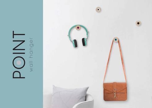 POINT Wall Hangers: Casa  por Suricata Design Studio