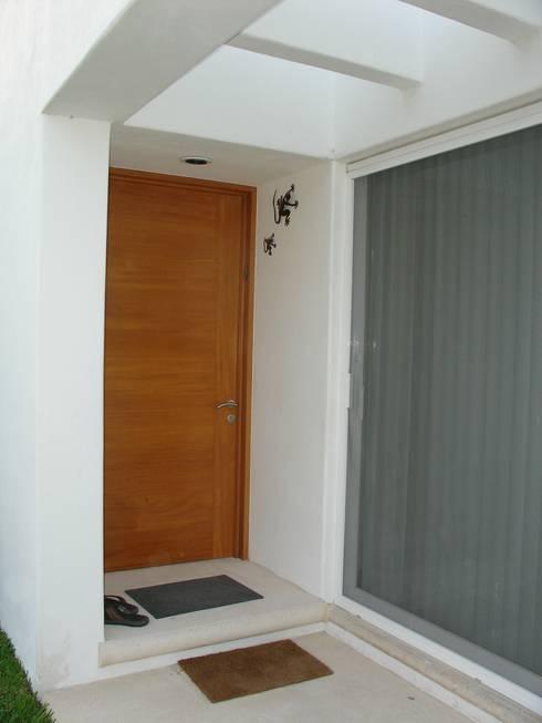 Casas de estilo  por A2 HOMES SA DE CV