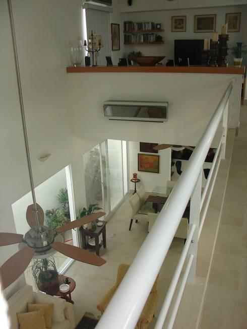Casa habitacion en en Cozumel Quintana Roo: Pasillos y recibidores de estilo  por A2 HOMES SA DE CV