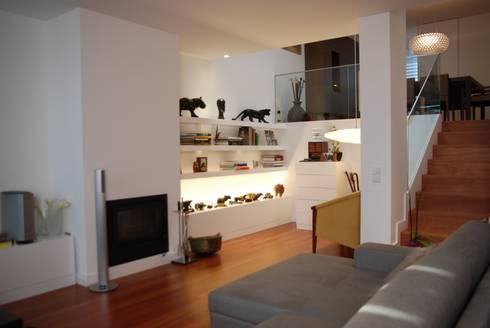 Projecto Vale Pisão – Gabinete de Arquitectura Inexistencia: Salas de estar modernas por Inexistencia Lda