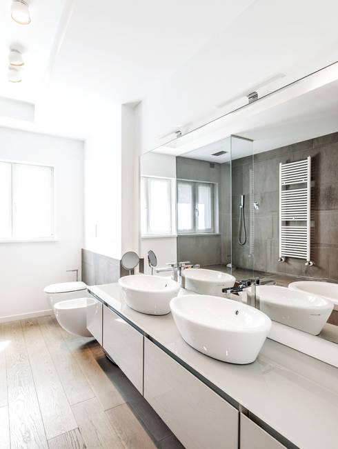 Legno & Design: Bagno in stile in stile Moderno di Emmeti Srl
