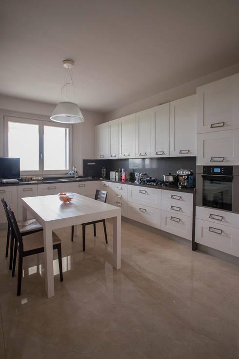 moderne Keuken door Paolo Cavazzoli