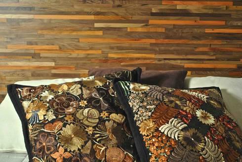 Cabecera Reciclato nogal y cojines de Oaxaca: Recámaras de estilo moderno por Segusino Muebles Condesa