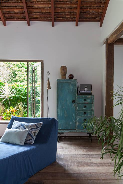 Sala de estar: Salas de estar rústicas por Vida de Vila