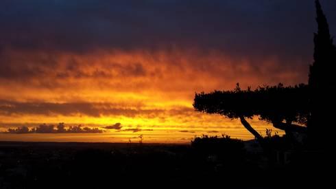 Pôr do sol . vista do terraço: Terraços  por Riscos & Atitudes, Lda