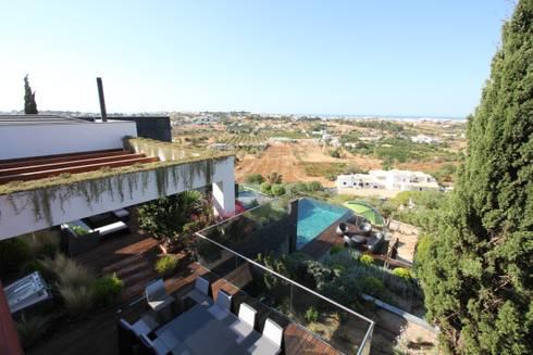 Casa Madeira: Jardins modernos por Riscos & Atitudes, Lda