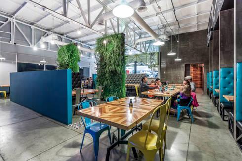 KOTORI WOK  I TJ: Comedores de estilo ecléctico por SZTUKA  Laboratorio Creativo de Arquitectura