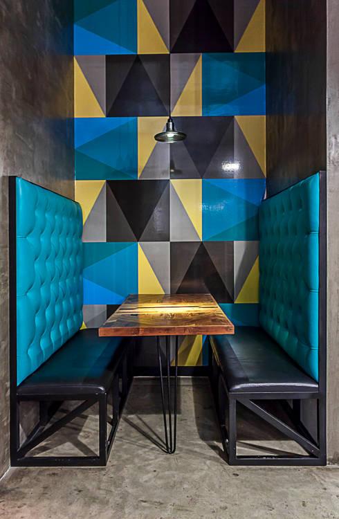 Salas de jantar modernas por SZTUKA  Laboratorio Creativo de Arquitectura