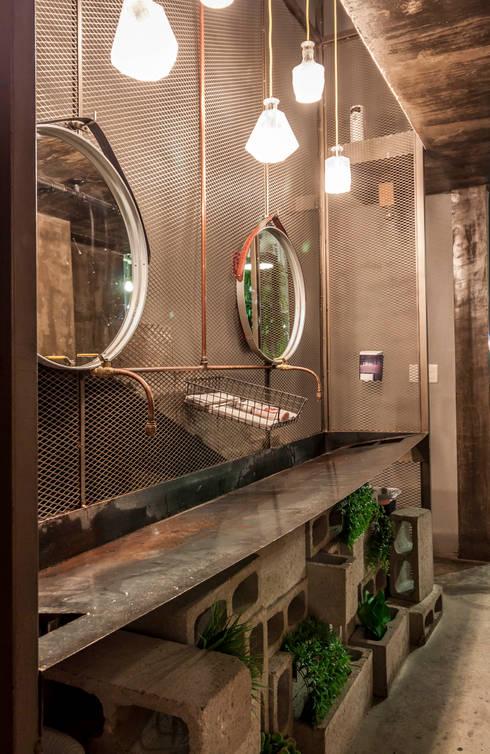 Badkamer door SZTUKA  Laboratorio Creativo de Arquitectura