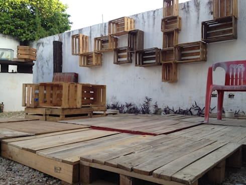 Terraza sobreciclada: Balcones y terrazas de estilo ecléctico por Punto Libre Arquitectura