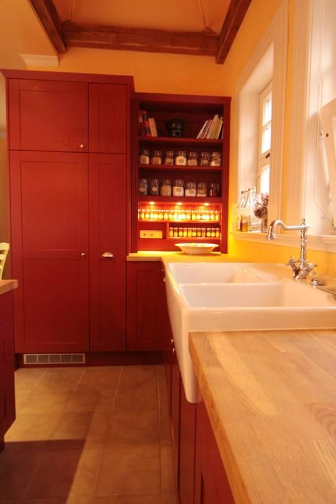 Krötenhaus:  Küche von Tischlerei Sekura