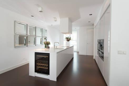 Strakke Witte Keuken : Moderne strakke greeploze witte tieleman keuken von tieleman