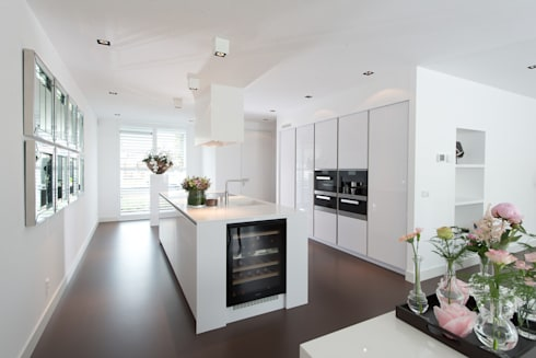 Strakke Witte Keuken : Moderne strakke greeploze witte tieleman keuken by tieleman