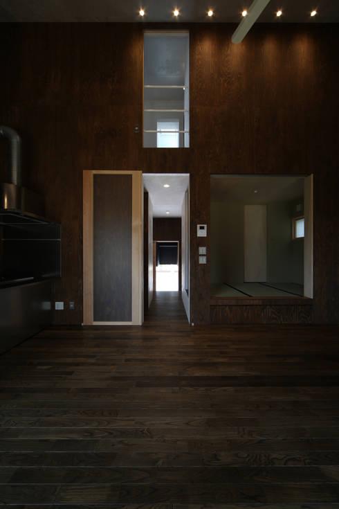 東谷の家: 加門建築設計室が手掛けたリビングです。