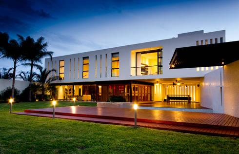 Residencia 41BJ : Terrazas de estilo  por r79