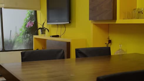 Sala Comedor Villa Quietud: Hogar de estilo  por Fabrica210