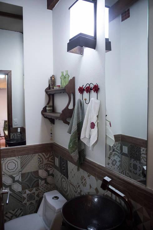 Casa aconchegante: Banheiros rústicos por Barbara Fantelli arquitetura e interiores