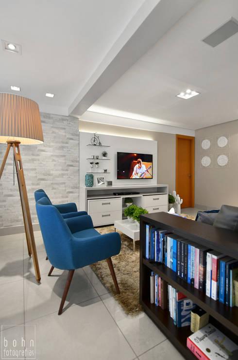 NOVO LAYOUT LIVING:   por LizRibeiro Arquitetura