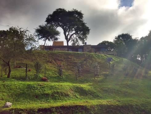 Vivienda Unifamiliar en Raco.: Casas de estilo moderno por ee.arquitectos