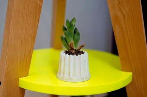 Lupe Minimaceta de concreto Gris: Hogar de estilo  por Pitaya