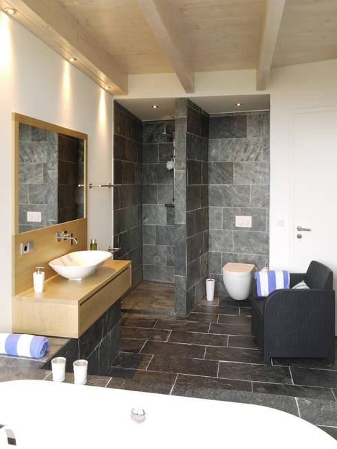 modern Bathroom by K2 Architekten GbR
