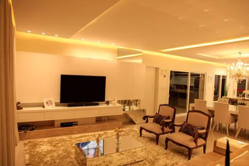 INTEGRAR PARA UNIR : Sala de estar  por Cristiane Rauber Arquitetura | Construção