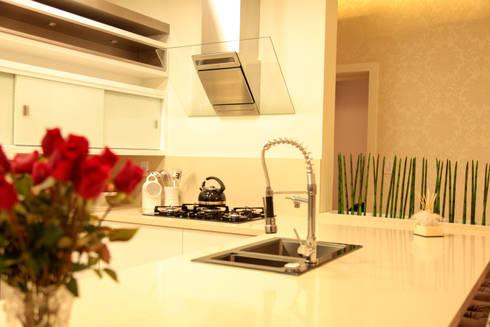 INTEGRAR PARA UNIR : Cozinha  por Cristiane Rauber Arquitetura | Construção
